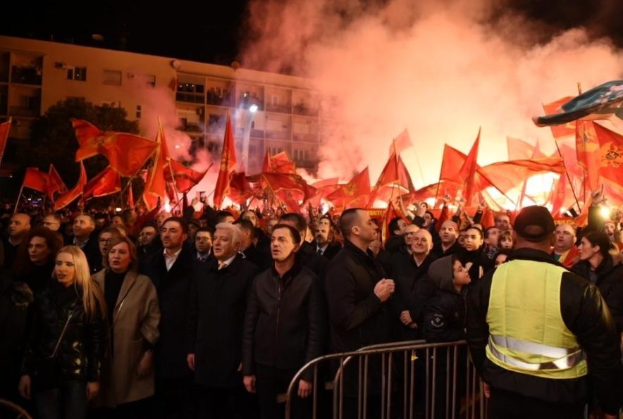 Дочек ватерполиста у Подгорици уз повике: Бранићемо ових дана Црну Гору од душмана