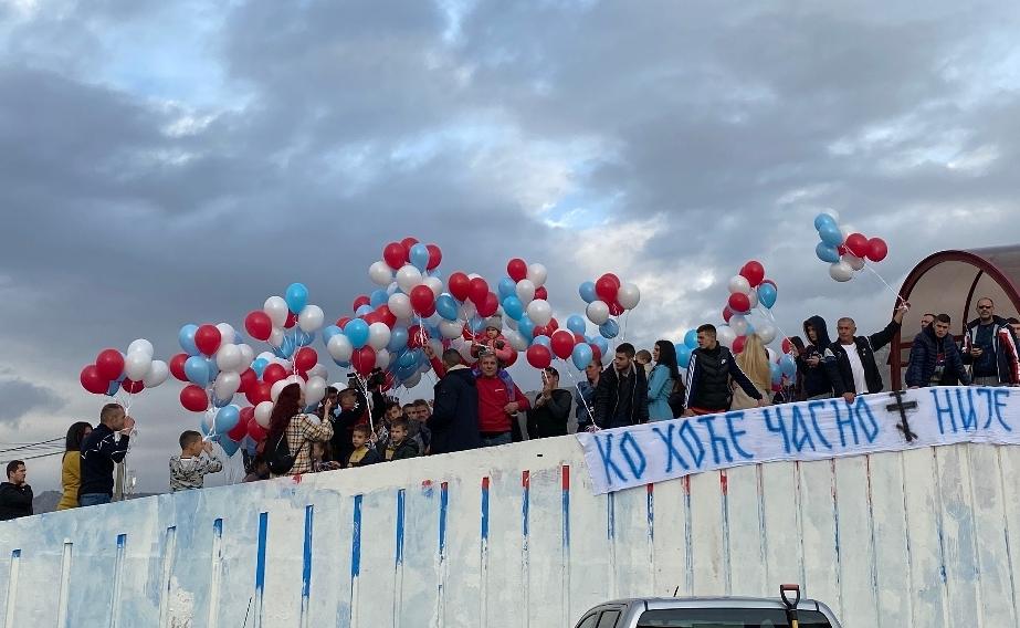 Подгорица:На мјесту прекречене тробојке, дјеца пустила 400 бијелих, плавих и црвених  балона (ВИДЕО)