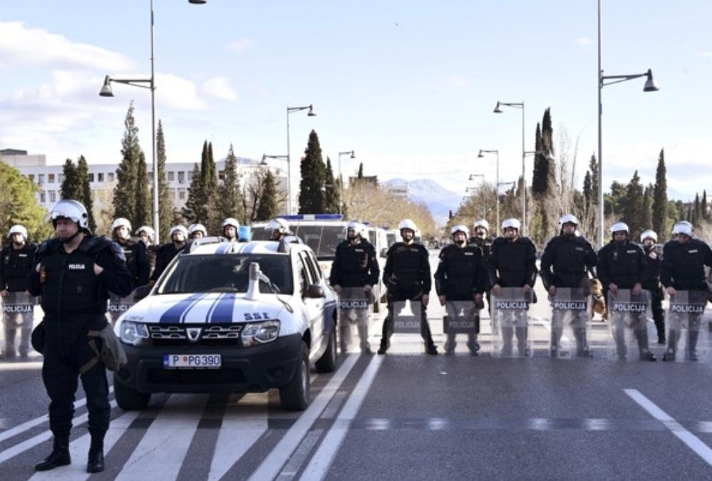Полиција ЗАБРАНИЛА улазак вјерницима у Црну Гору