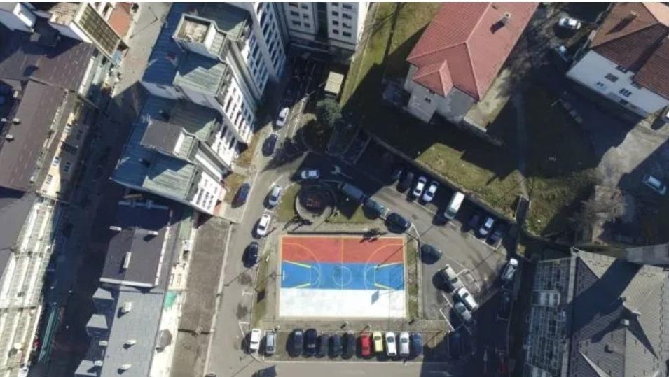 Пљеваљски комуналци одбили наређење полиције да префарбају тробојку