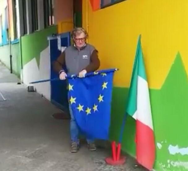 Италијан склонио заставу ЕУ, на њено мјесто поставиo…