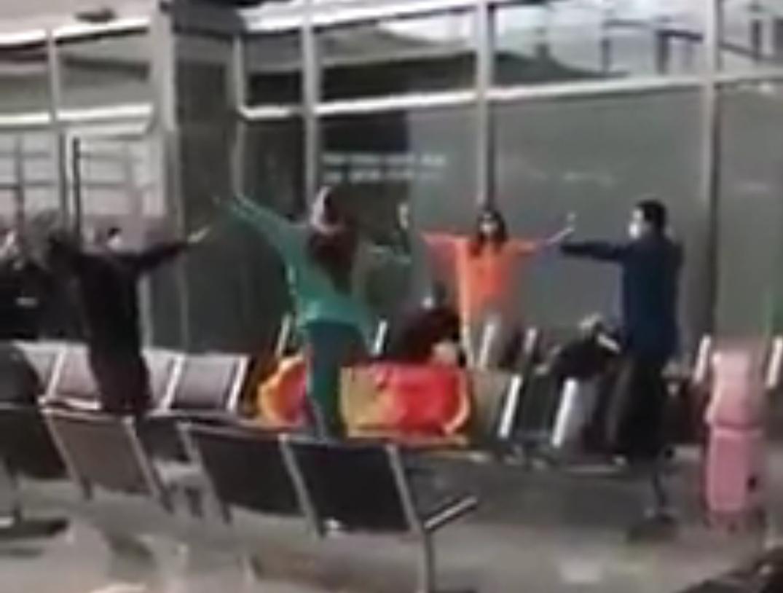 Кад Црногорци заиграју коло у сред аеродрома у Франкфурту (ВИДЕО)