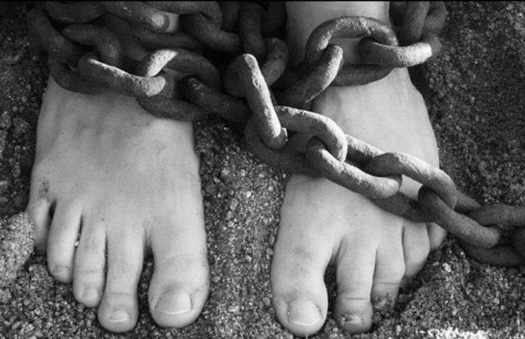 Робови тешко постају слободни људи, али слободни људи лако постају робови.