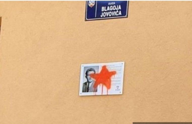 Оскрнављена табла Благоју Јововићу! (ФОТО)