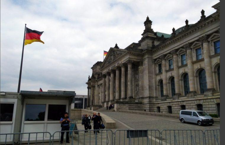 Њемачка затвара скоро све осим школа и вртића