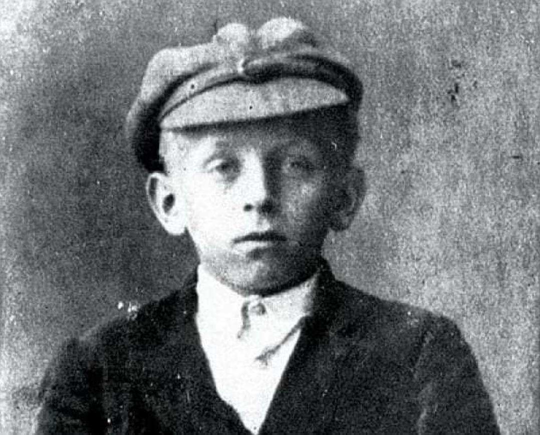 На данашњи дан, 1. јануара 1915. у Хашанима рођен је један од највећих писаца