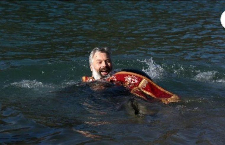 Монах Данило запливао леденом Морачом, запалио мреже, па завршио у – полицији /ФОТО/