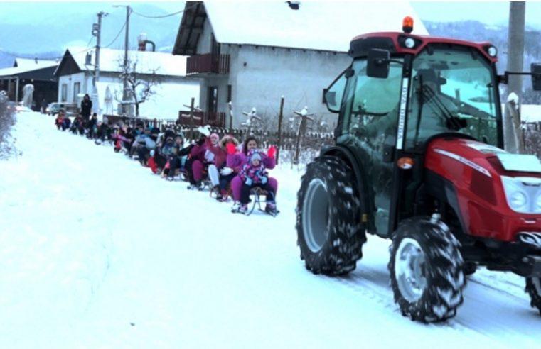 Чим падне снијег Војо пали трактор: На радост дјеце али и свештеника (ВИДЕО)