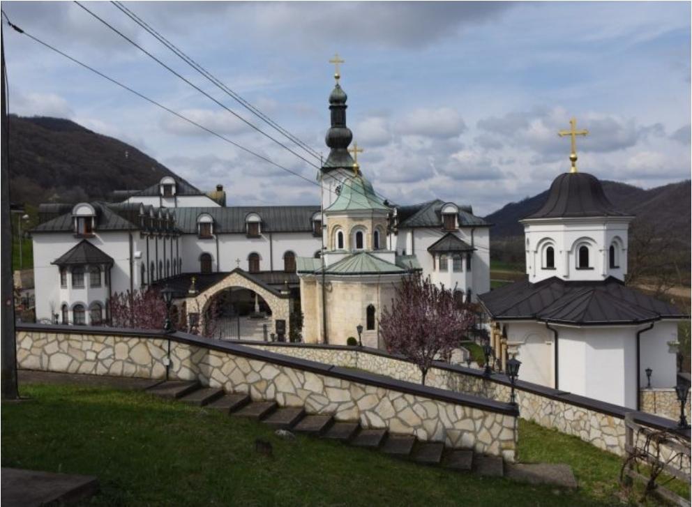 Славко и Фикрет помажу на имању манастира Тавна