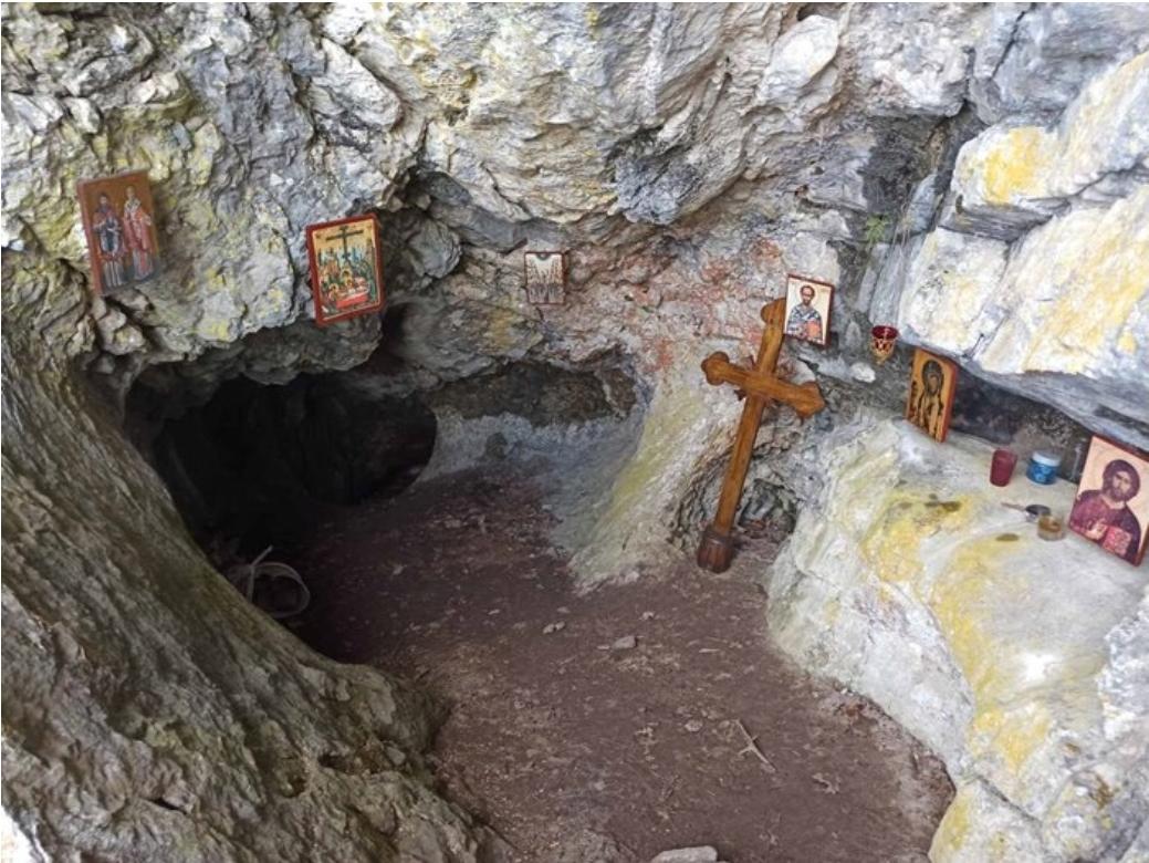"""Прва литургија послије 500 година – """"Калуђерова пећина"""" на Зубцима поред Требиња свједочи о тешкој судбини православних за вријеме Турака"""