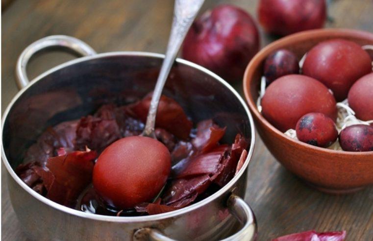 ТРЕБИЊЕ: У епархијској Народној кухињи припремили 3.500 васкршњих јаја