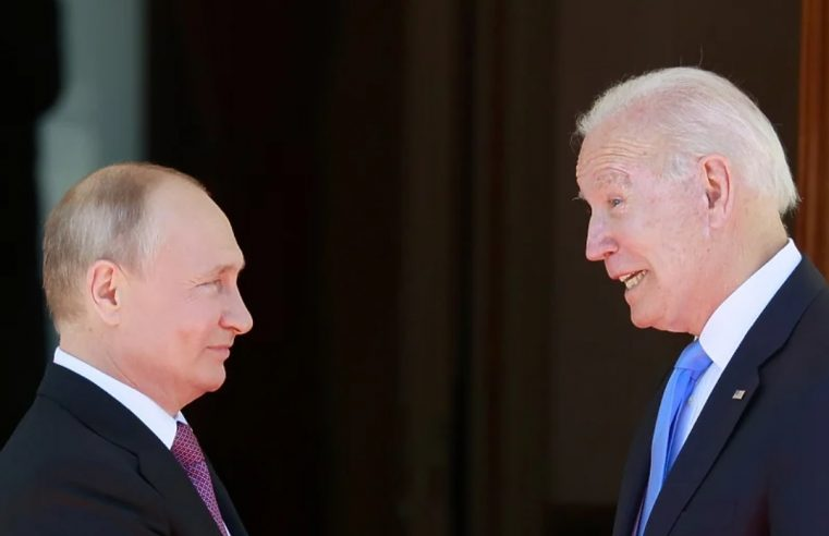 """""""Изађите напоље!"""": Метеж са новинарима на самиту Путина и Бајдена"""