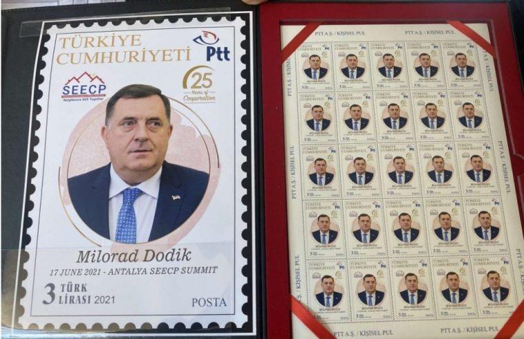 ТУРСКА: Додику уручен албум са промотивним поштанским маркама са његовим ликом