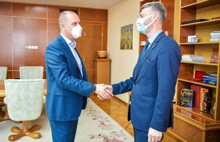 Форто у Београду уручио туристичке ваучере за 2.000 здравствених радника из Србије