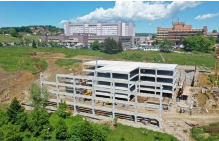 Док је Србија градила ковид болнице, Влада Српске је зидала гаражу