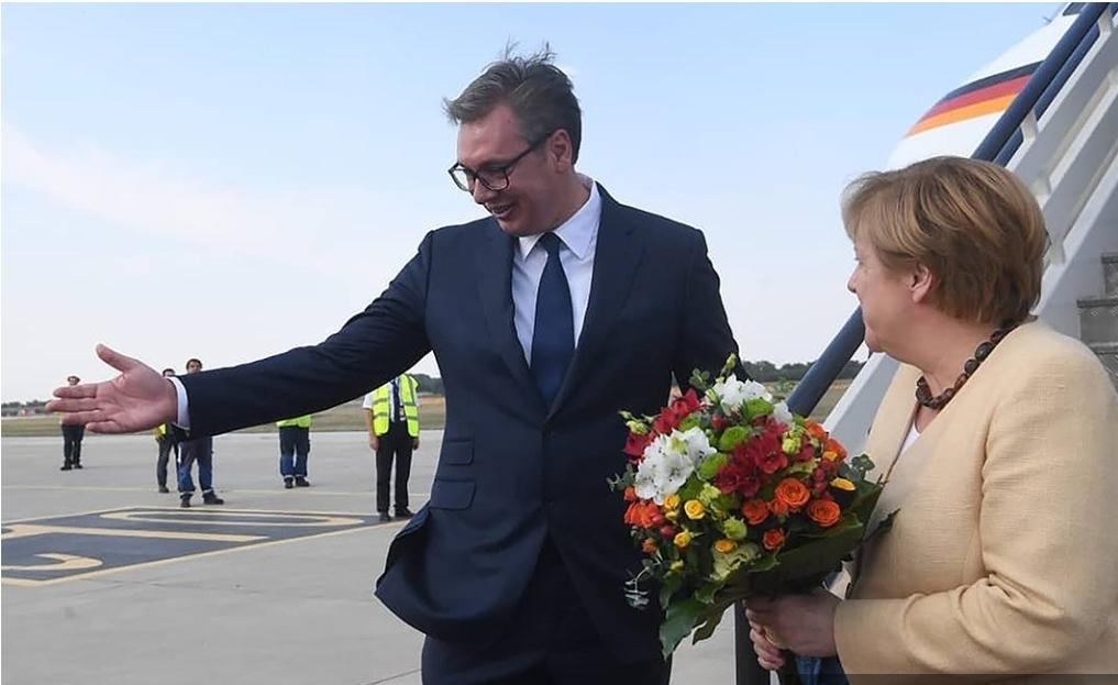 Ангела Меркел стигла у Београд: Председник Вучић је дочекао на аеродрому (ВИДЕО)