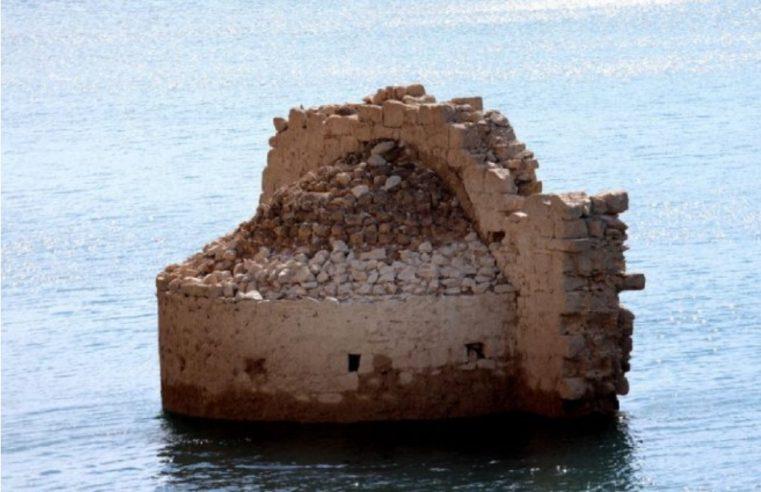 Изрониле зидине старог српског манастира код Книна (ФОТО)